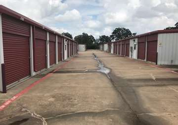 Outside row of storage units at SmartStop Self Storage facility at 3101 Texas Avenue South, College Station Texas