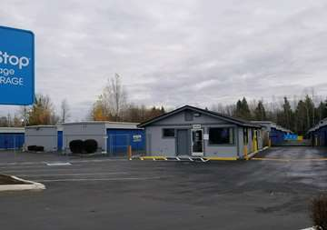 Front of SmartStop Self Storage facility in Everett Washington