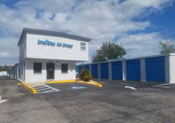 Front of Self Storage Property in Tampa, FL