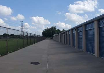 Wide driveway aisle at our West Road Houston, TX SmartStop Self Storage location