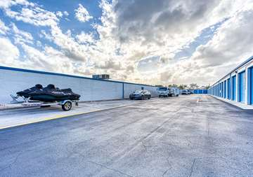 SmartStop-Self-Storage-189LintonBlvd-DelrayBeachFL-Parking