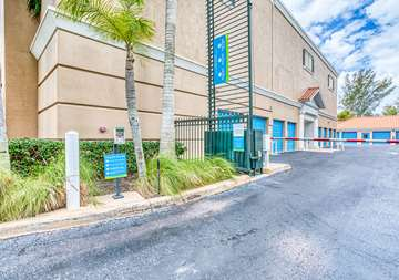SmartStopSelfStorage-NaplesFL-275Goodlette-FrankRd-Security