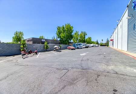 SmartStopSelfStorage-SacramentoCA-9950MillsStationRd-Parking