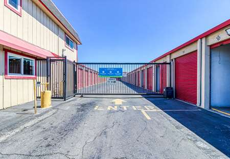 SmartStopSelfStorage-OaklandCA-5200ColiseumWay-Security