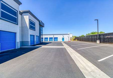 SmartStopSelfStorage-SurpriseAZ-13788WestGreenwayRd-Parking